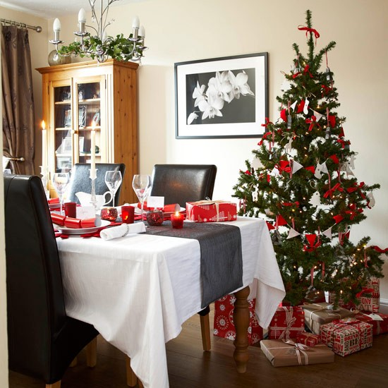 25 stunning christmas dining room decoration ideas Dining room table christmas decorating ideas
