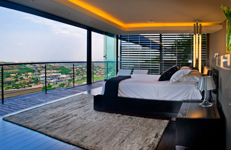 Comfortable-Bedroom-with-Perfect-Lighting-in-the-Ceiling