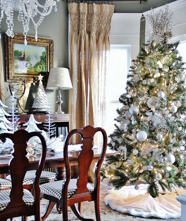 25 Stunning Christmas Dining Room Decoration Ideas. Small Apartment Living Room Furniture. Bohemian Living Room. Media Chests Living Room. Arranging A Small Living Room. White Living Rooms Pictures. Bob Discount Furniture Living Room Sets. Colors For Living Room Walls Most Popular. Curtain Sets Living Room