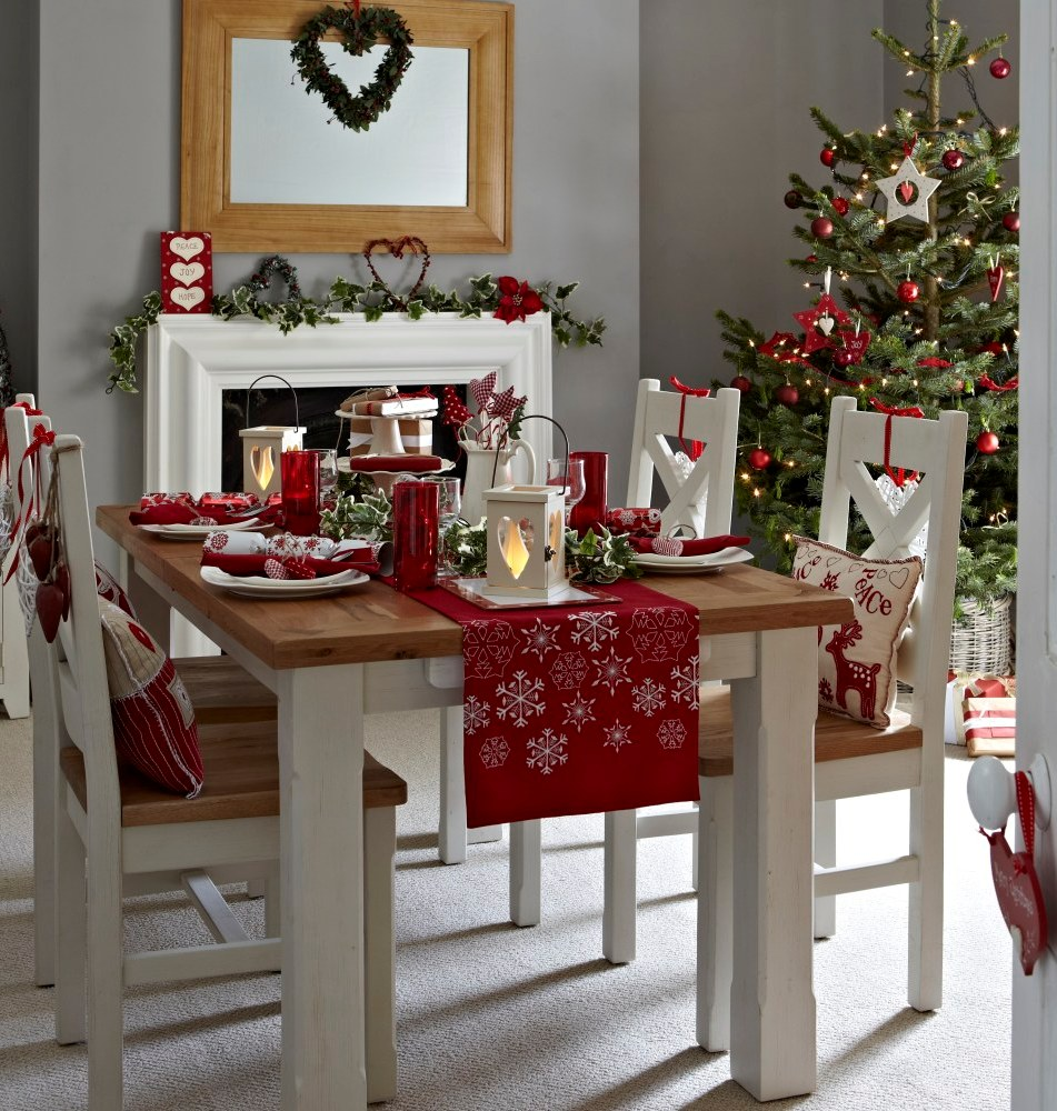 25 stunning christmas dining room decoration ideas for Ideas to decorate dining room table for christmas