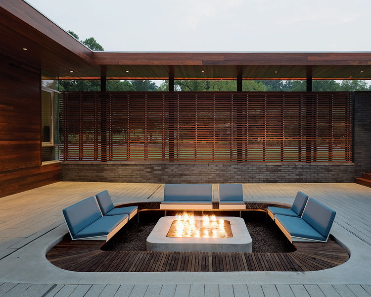 Modern outdoor sunken seating area