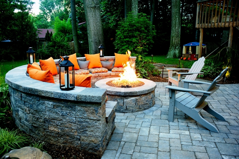 21 Amazing Outdoor Fire Pit Design Ideas : Outdoor Kitchens Fire Pits from www.dwellingdecor.com size 800 x 532 jpeg 488kB