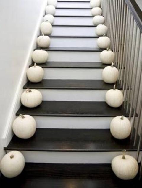 cozy-fall-staircase-decor-ideas-1
