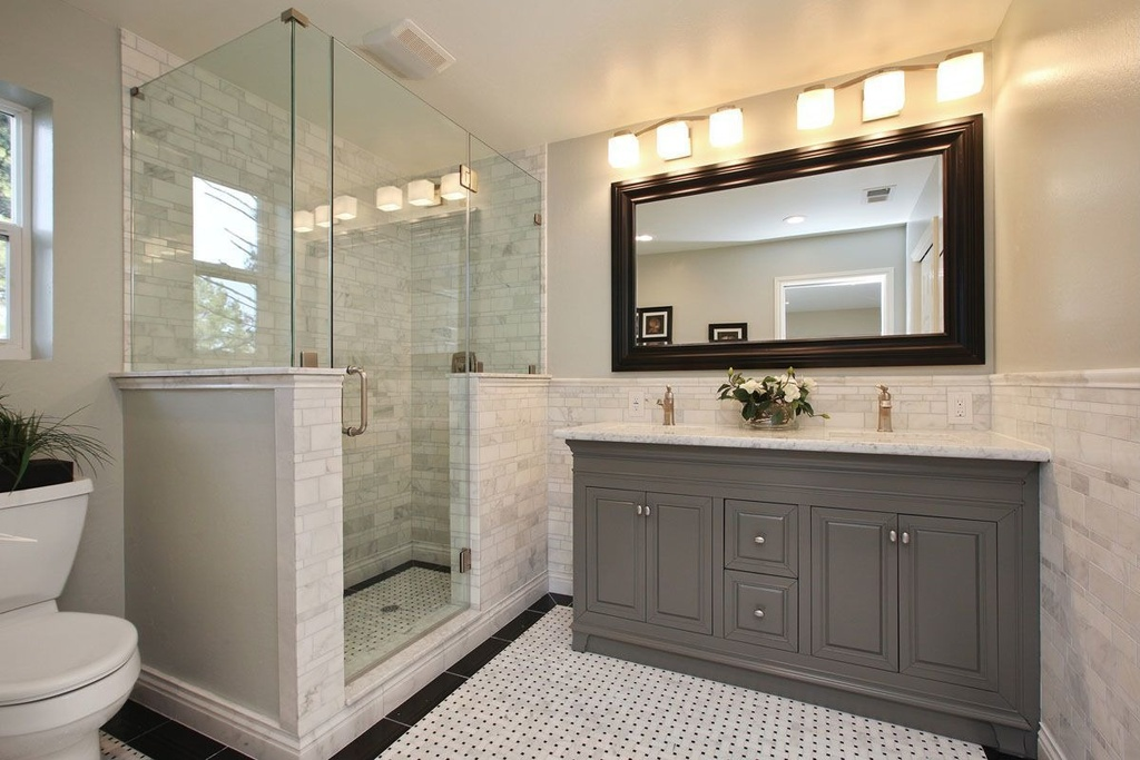 25 marvelous traditional bathroom designs for your inspiration for Traditional master bathroom design ideas