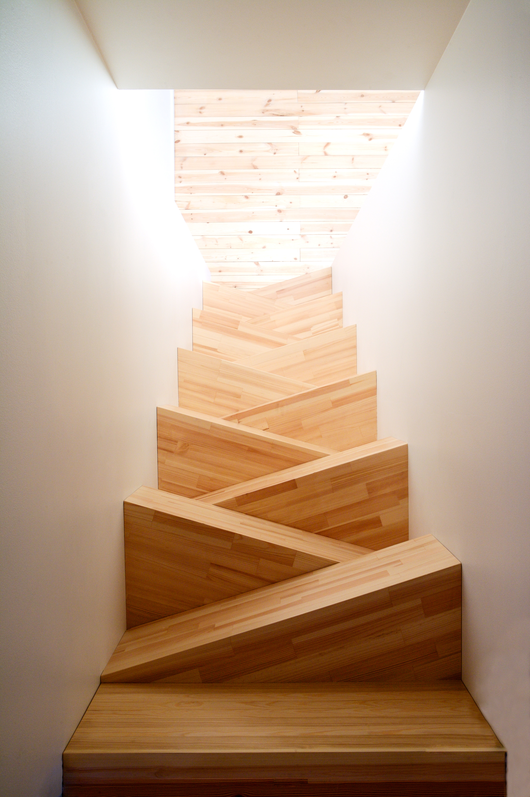 unique-wooden-spiral-staircase-decorating-ideas