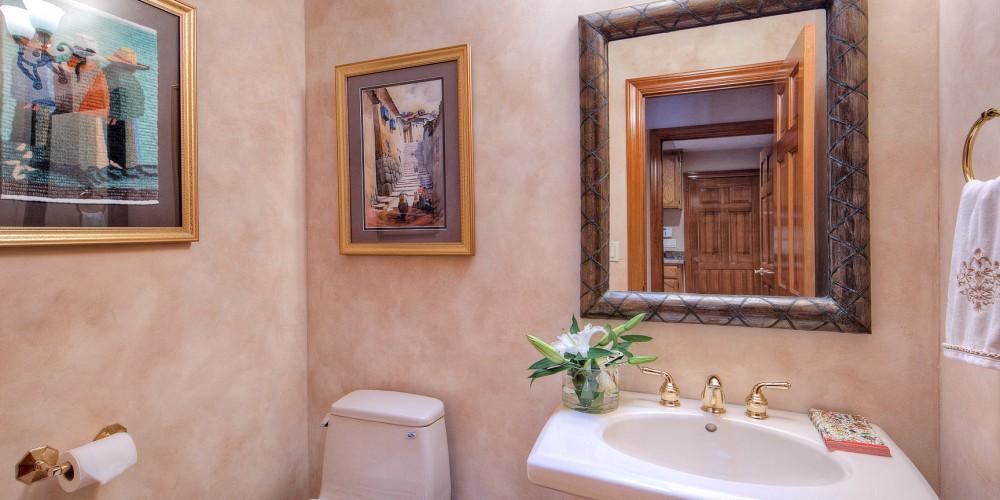 17-guest-bath