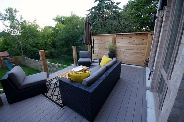 Modern-Deck-With-Amazing-Wicker-Sofa-Set