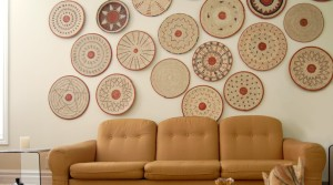 20 Beautiful Wall Decor Ideas Using Decorative Plates