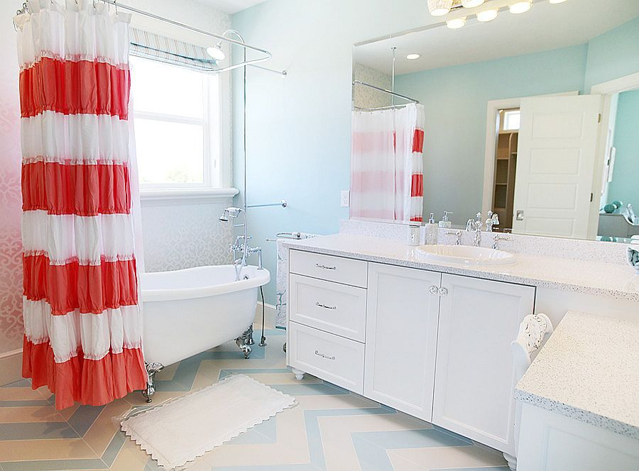 Stylish-shabby-chic-bathroom-in-coral-blue-and-white
