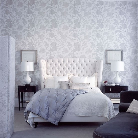Tranquil-grey-and-white-bedroom-with-floral-wallpaper