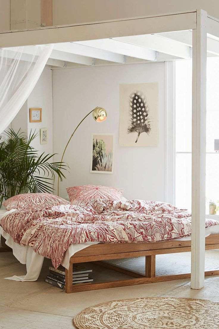 30 best platform beds for your inspiration for Chambre urban outfitters