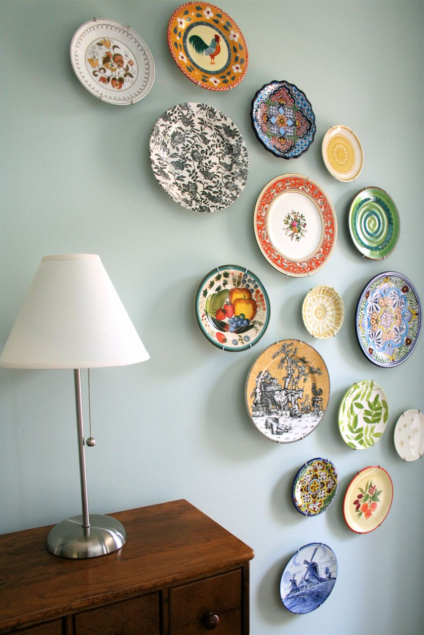 Decorating Wall In Kitchen With Plates