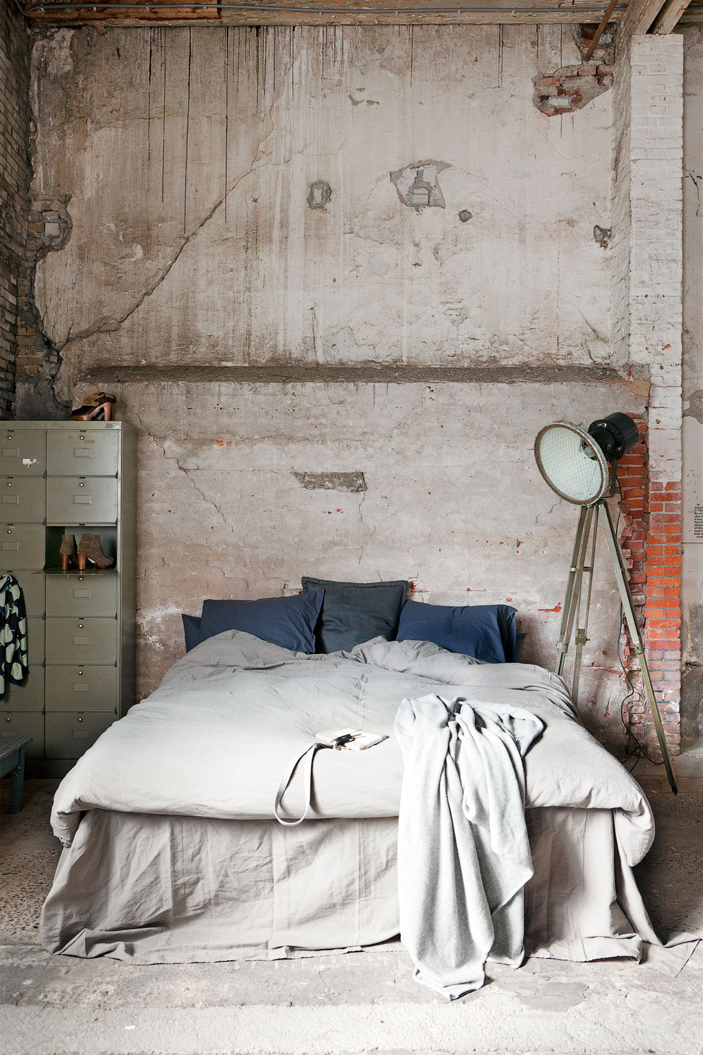 25 industrial bedroom interior designs for elegant bedroom Natural decorating