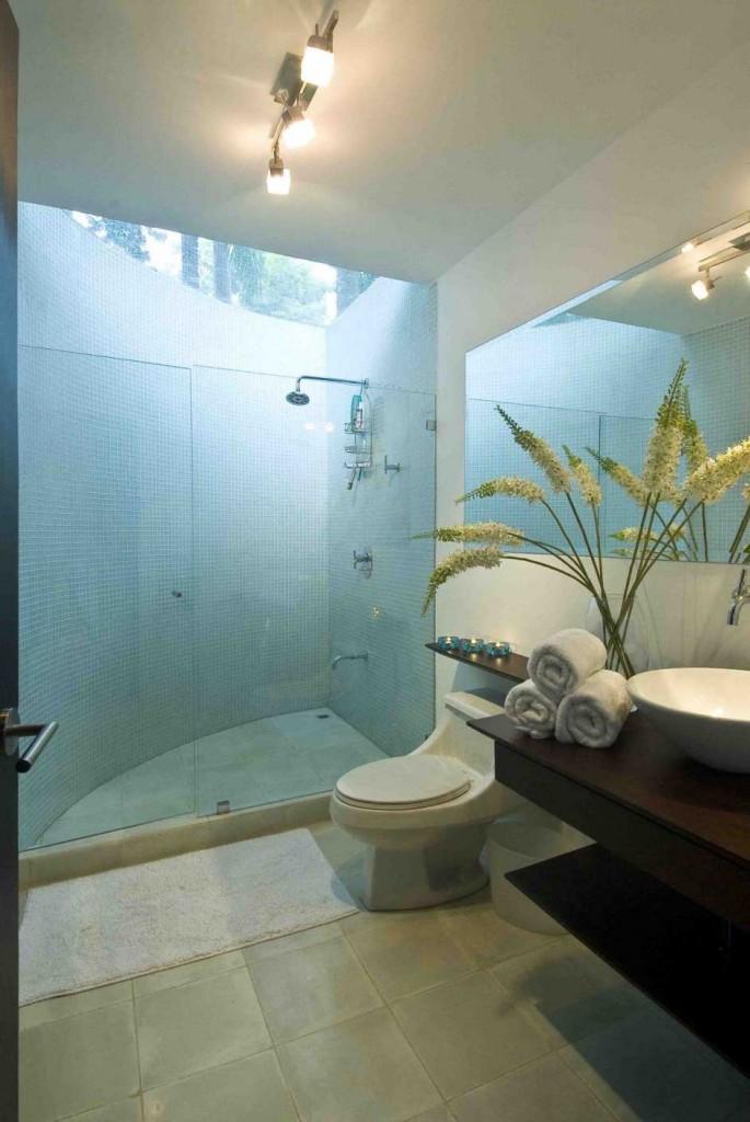 fantastic-white-luxurious-bathroom