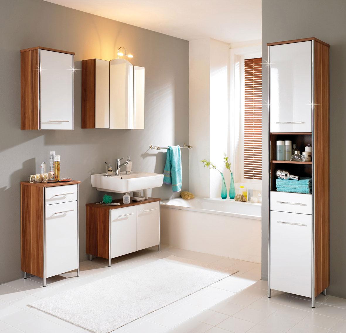 gorgeous-bathroom-design-with-dashing-wooden-furniture