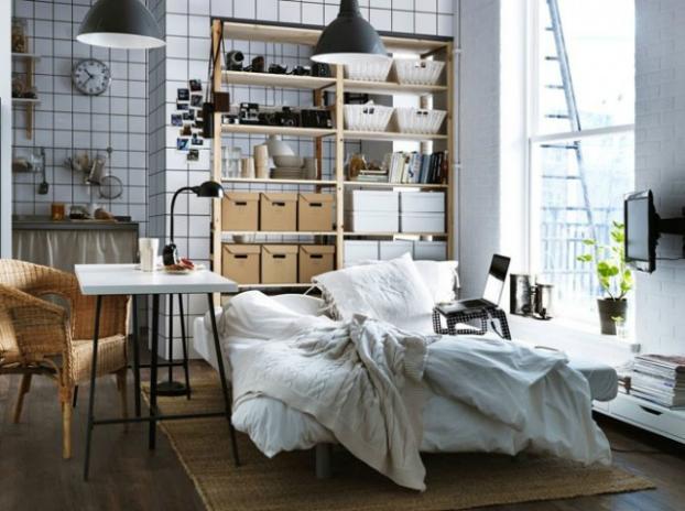 high-ceilings-bedroom