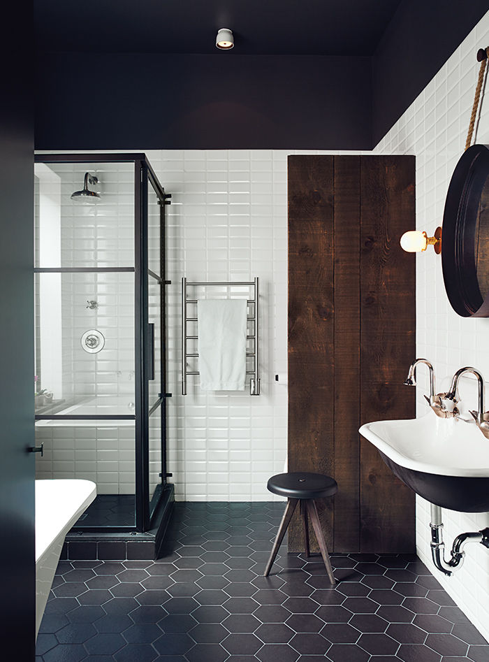 hitting-the-plateau-master-bath-black-white-tile