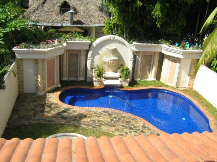 pool-design-for-bacyard-in-small-space-area-of-backyard