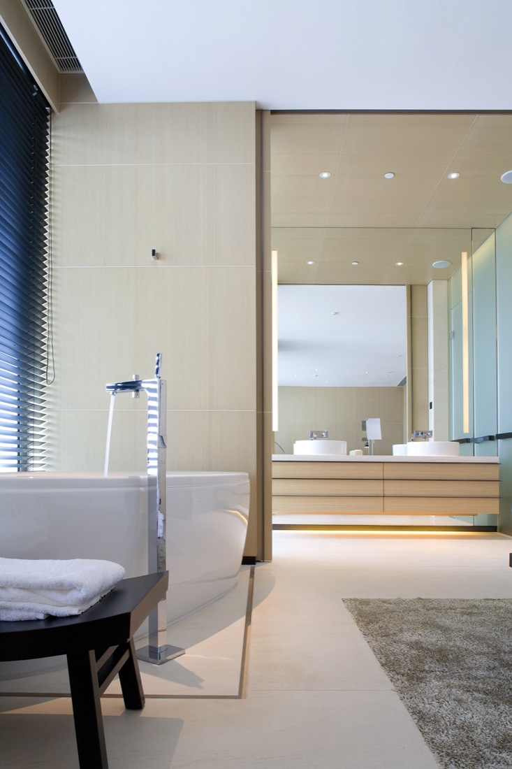 25 small but luxury bathroom design ideas for Hotel interior decor