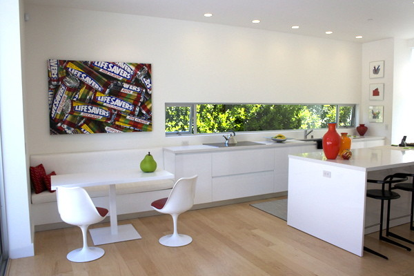 Custom table for a modern kitchen nook