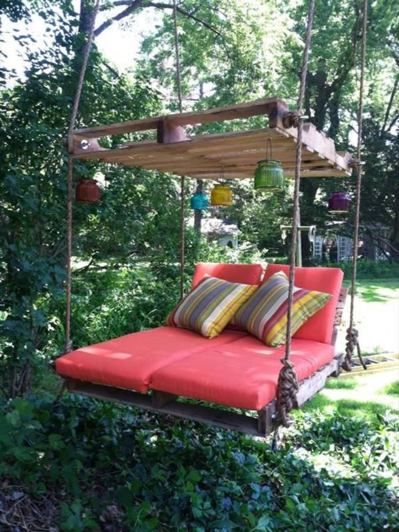 DIY Wooden Pallete Swing