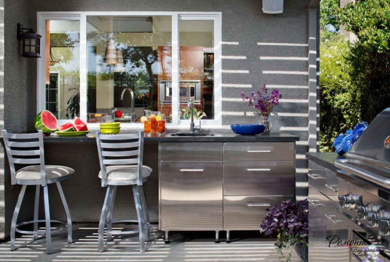 Simply Modern Outdoor Kitchen