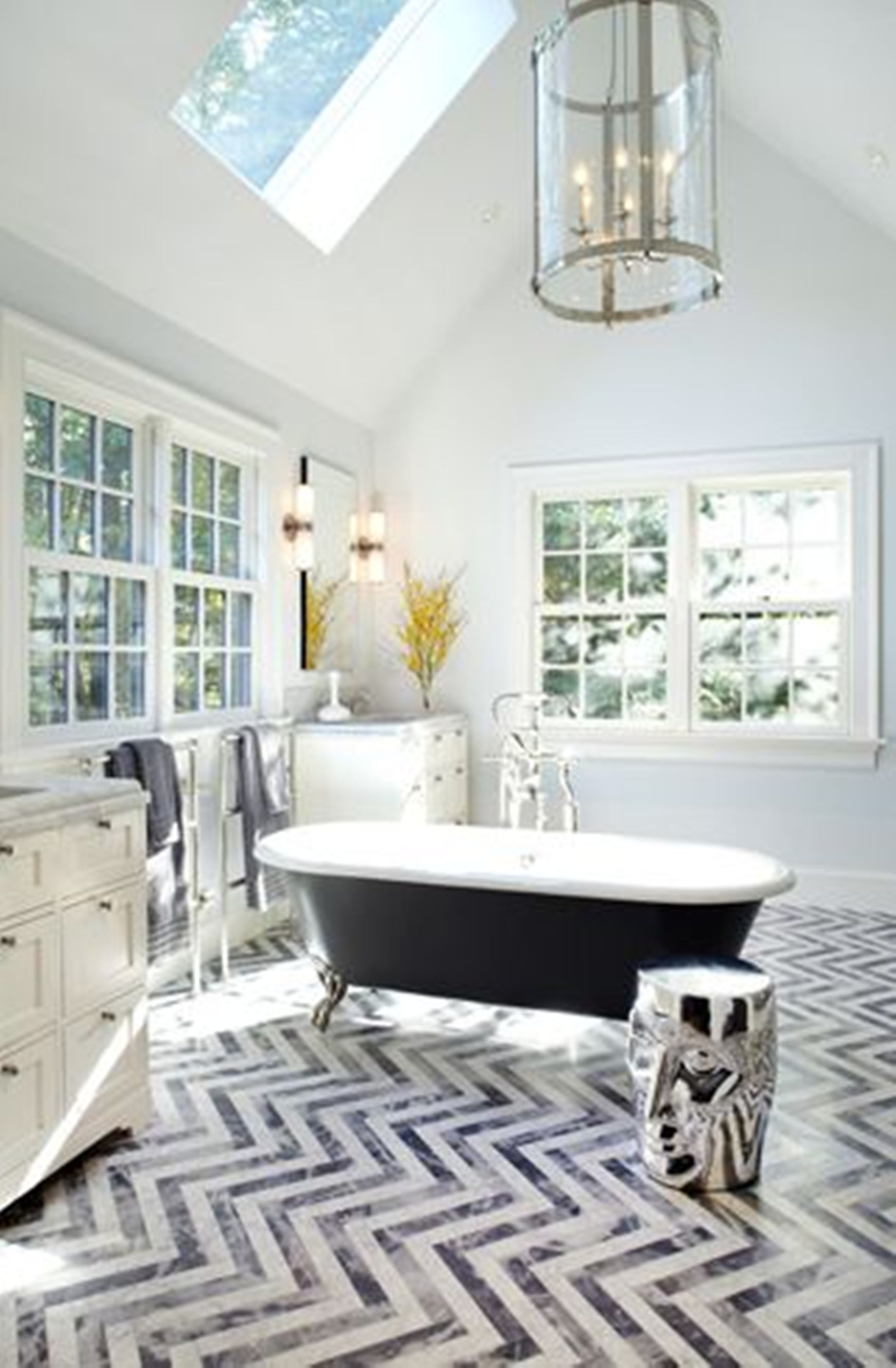20 beautiful eclectic bathroom decor ideas that will amaze you for Designer bathroom flooring