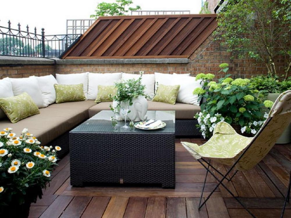 25 Beautiful Rooftop Garden Designs To Get Inspired. on Decking Designs For Small Gardens id=21330