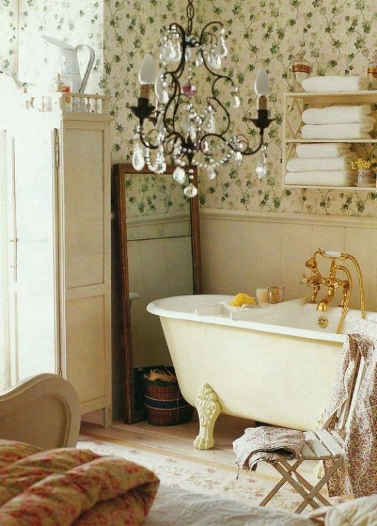 30 shabby chic bathroom design ideas to get inspired for Bathroom decor ideas images