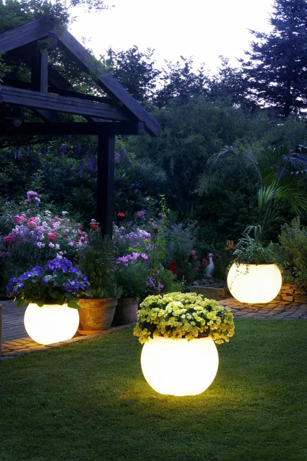 10 creative garden decoration ideas that will delight for Garden lighting designs
