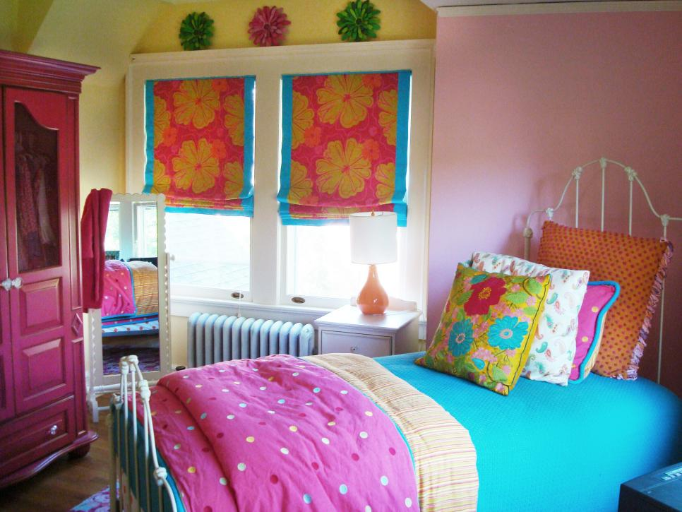 Colorful Girl's Bedroom With Tropical Flower Accents