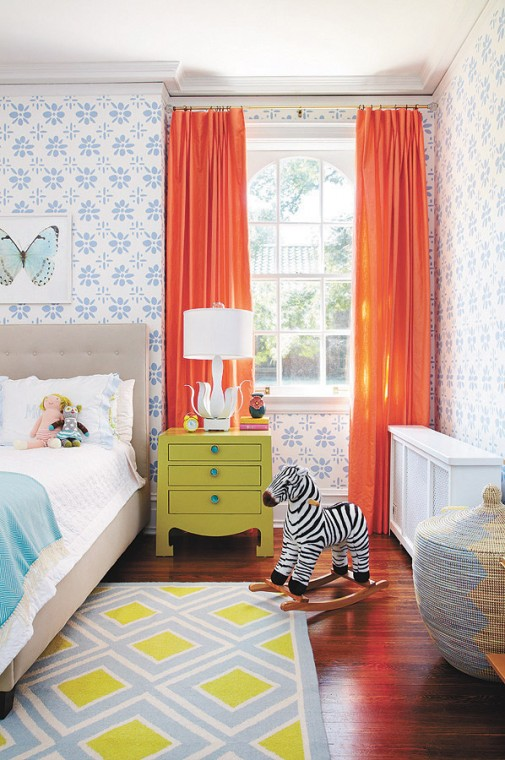 Colorful-childrens-bedroom-with-orange-curtains