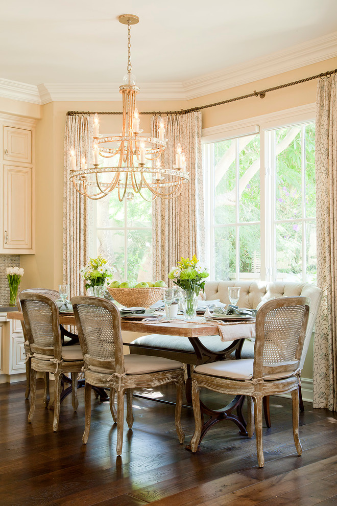 30 elegant traditional dining design ideas dwelling decor for Elegant dining room decor
