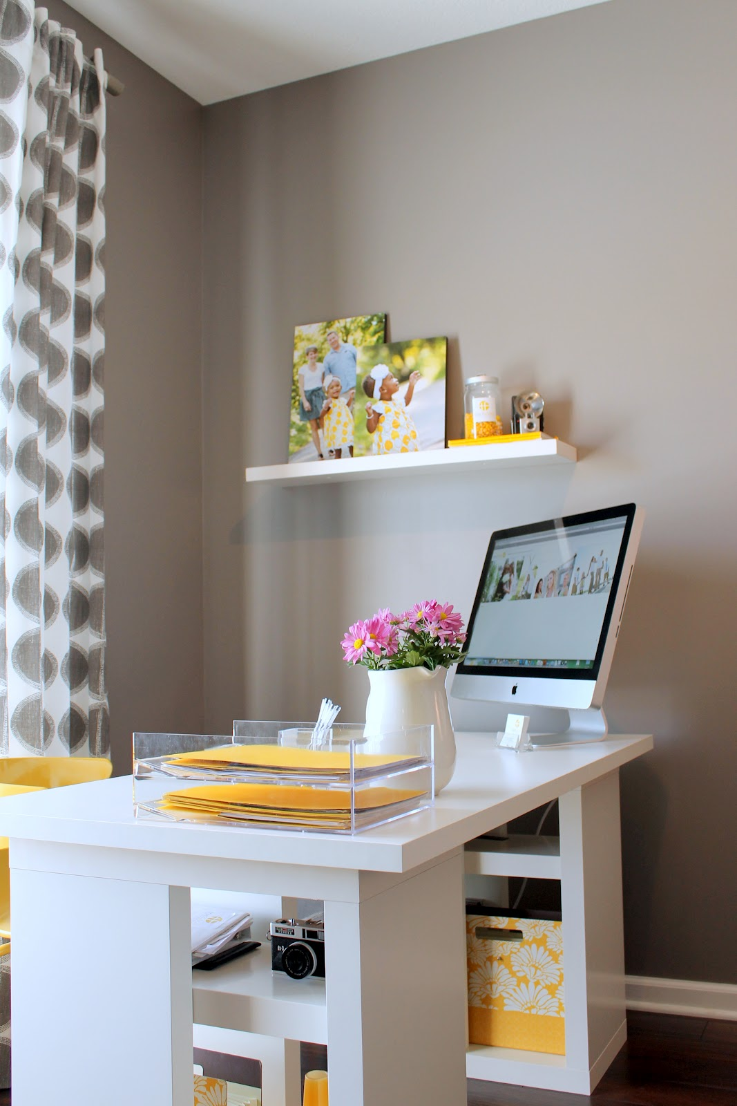 40 Modern Home Office That Will Give Your Room Sleek Modern Style: home ideas