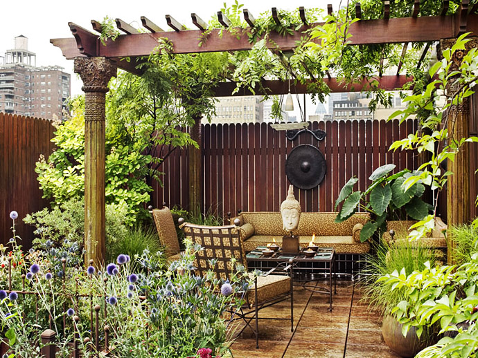 Relaxing Zen Roof Garden with Outdoor Living Space