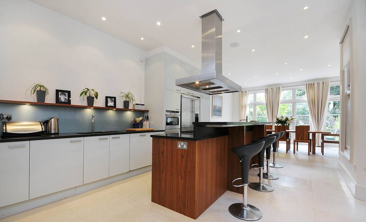contemporary-kitchen-design-with-white-cabinets-and-black-countertop