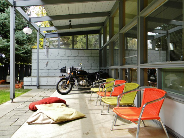 midcentury-patio
