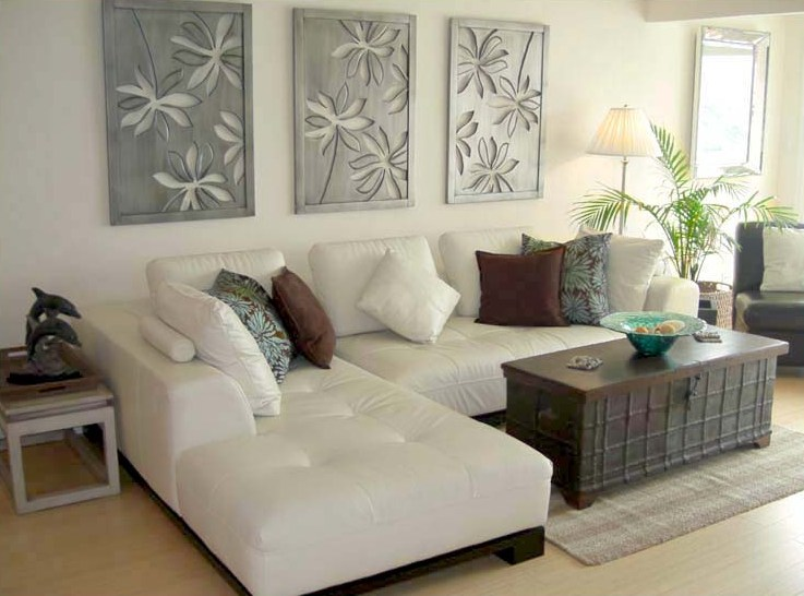 Bring the shore into home with beach style living room for Beach themed living room colors