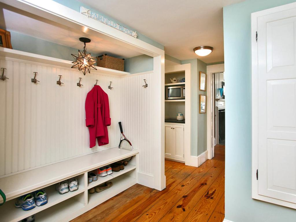 Coastal Mudroom With White Built-In Bench