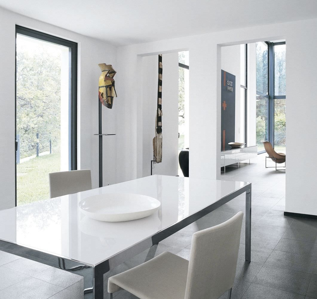 25 sleek and cool contemporary dining tables for Contemporary dining table decor