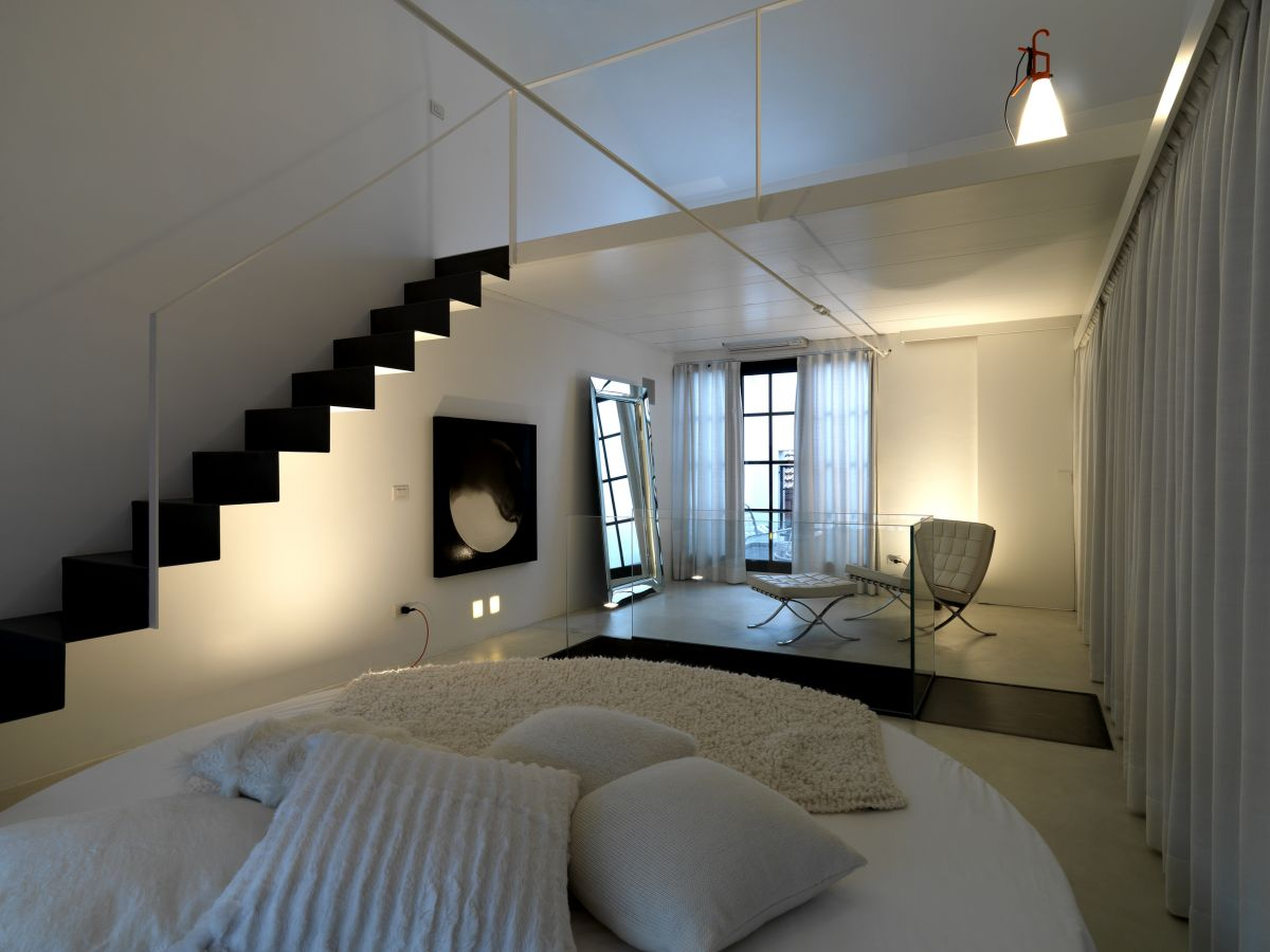 25 cool space saving loft bedroom designs for Bed minimalist design
