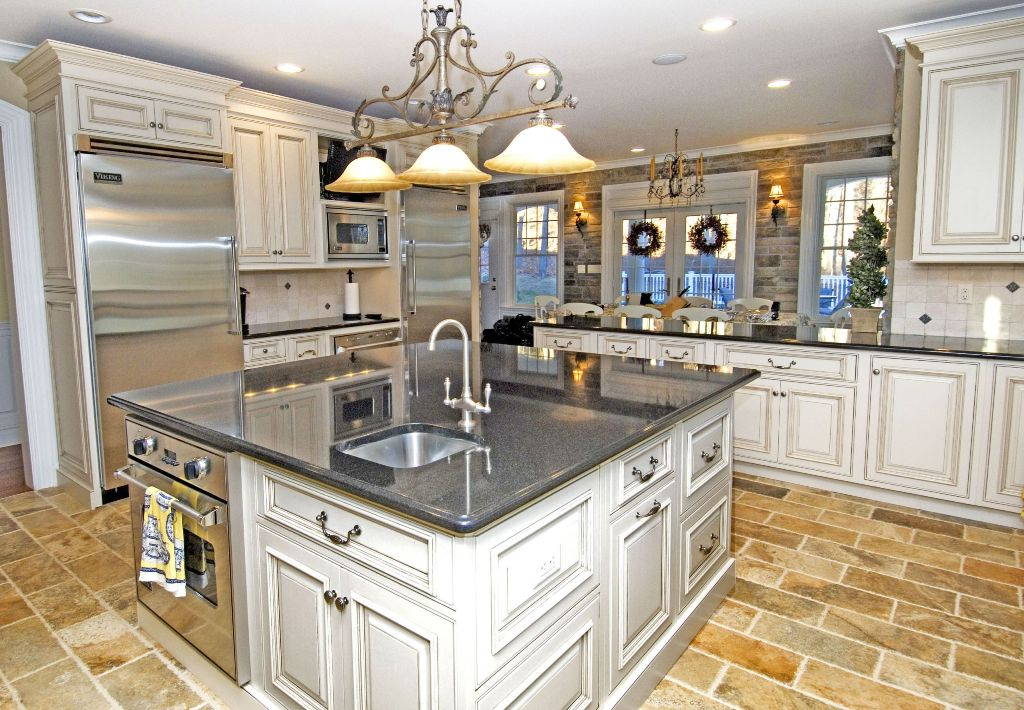 25 exciting traditional kitchen designs and styles for Traditional kitchen design