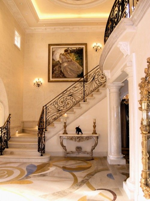 30 luxury foyer decorating and design ideas for Traditional foyer decorating ideas
