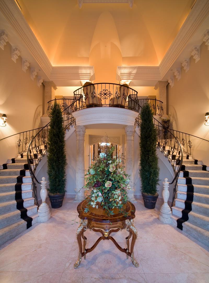Luxury Foyer Decorating And Design Ideas (5)