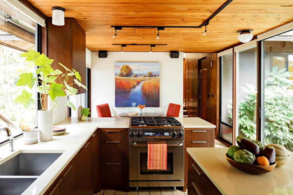 35 sensational modern midcentury kitchen designs for Modern kitchen remodel ideas