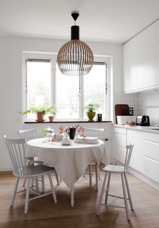 white-kitchen-round-dining-table