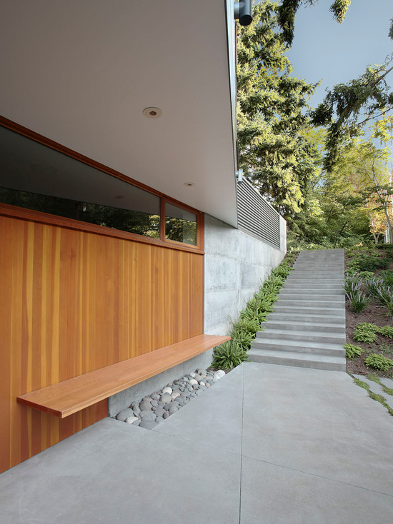 Beautiful Entry Design With Wood Door