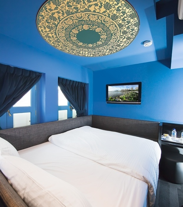 Blue-summer-House-Wall-Paint-And-Tv-Wall-Mounted-Wonderful-Decorate-Mediterranean-Bedroom-Design