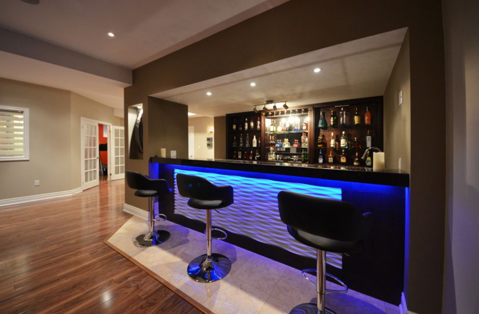 Convert your contemporary basement into livable space - Stylish home bar ideas ...