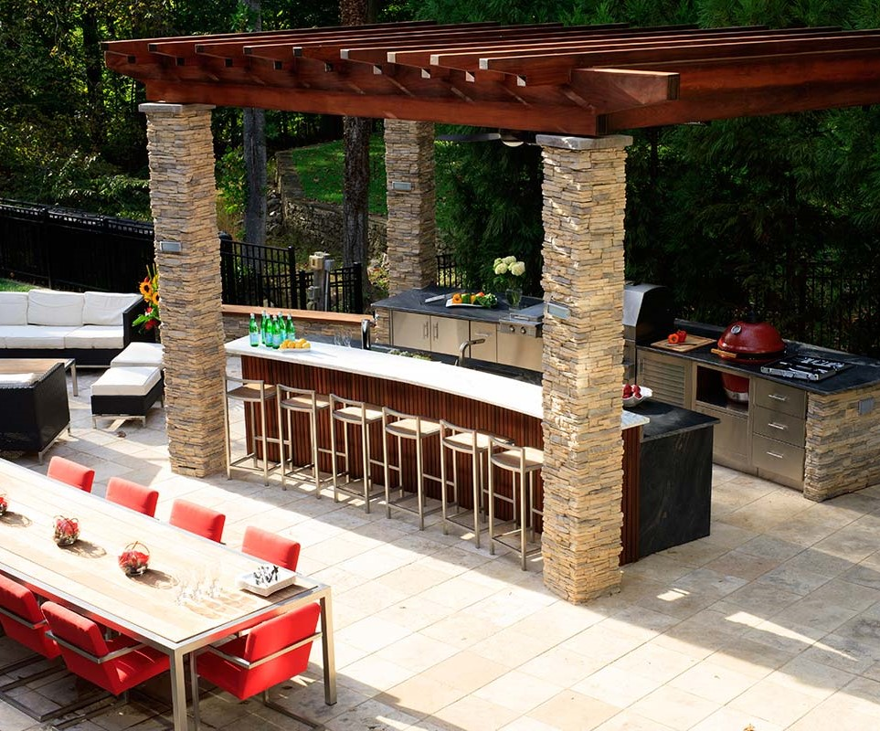 Luxury outdoor kitchens pictures to pin on pinterest for Luxury outdoor kitchen